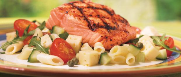 riba i salata za veceru u medicinskoj dijeti