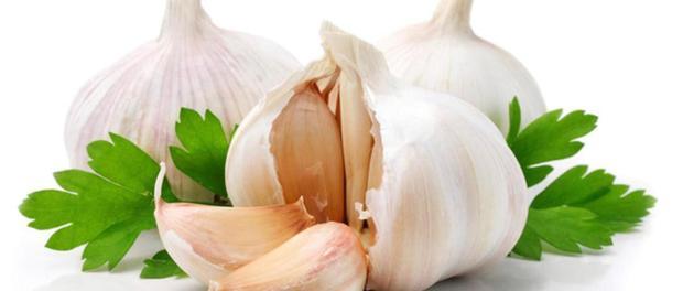 kapi od belog luka za sinuse